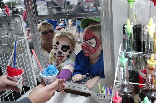 Children get icee at River Days