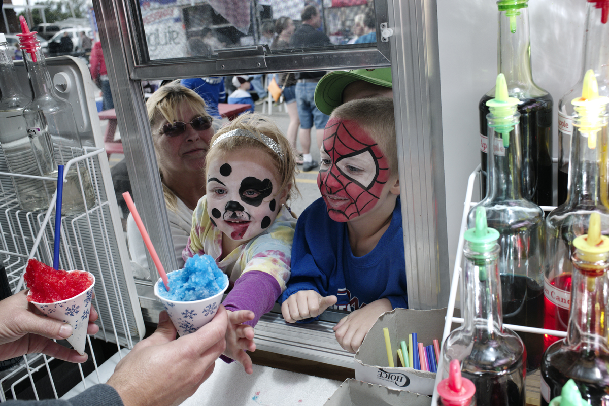 Children get icee at River Days